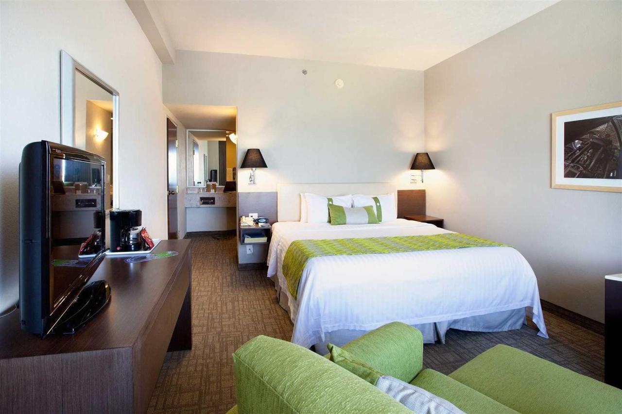 Suite,Holiday Inn® Puebla La Noria, Puebla, Mexico.jpg