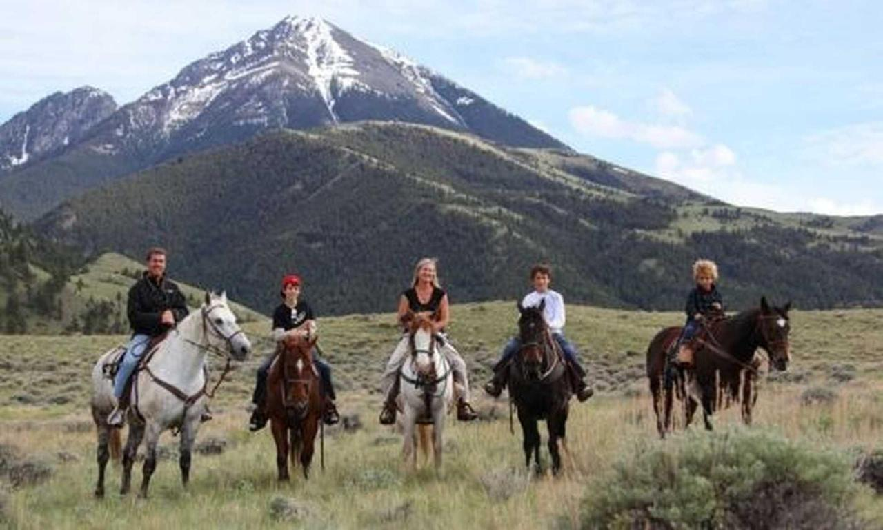 610_yqdqo_horseback_riding_in_gardiner_montana_md.jpg.1920x0.jpg