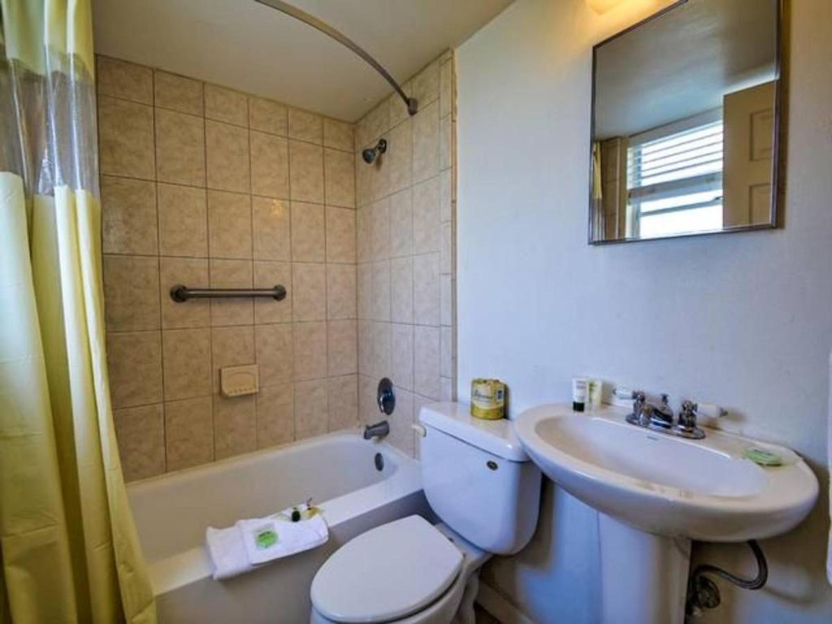 bathroom.jpg.1024x0.jpg