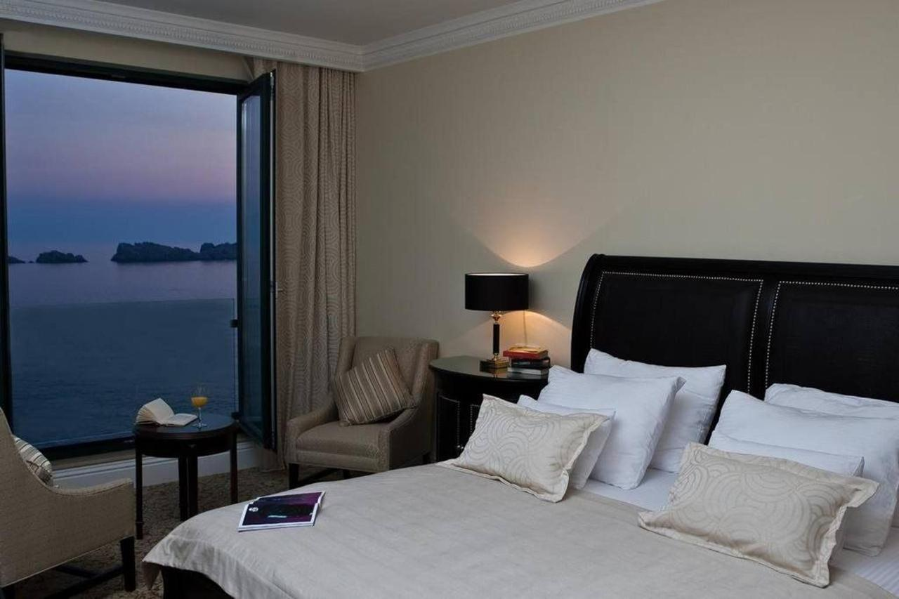 Deluxe Suite with Sea View.jpg