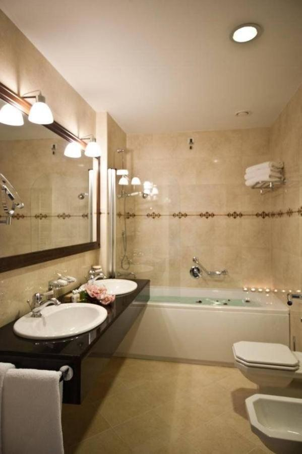 Bathroom with bathtub.jpg