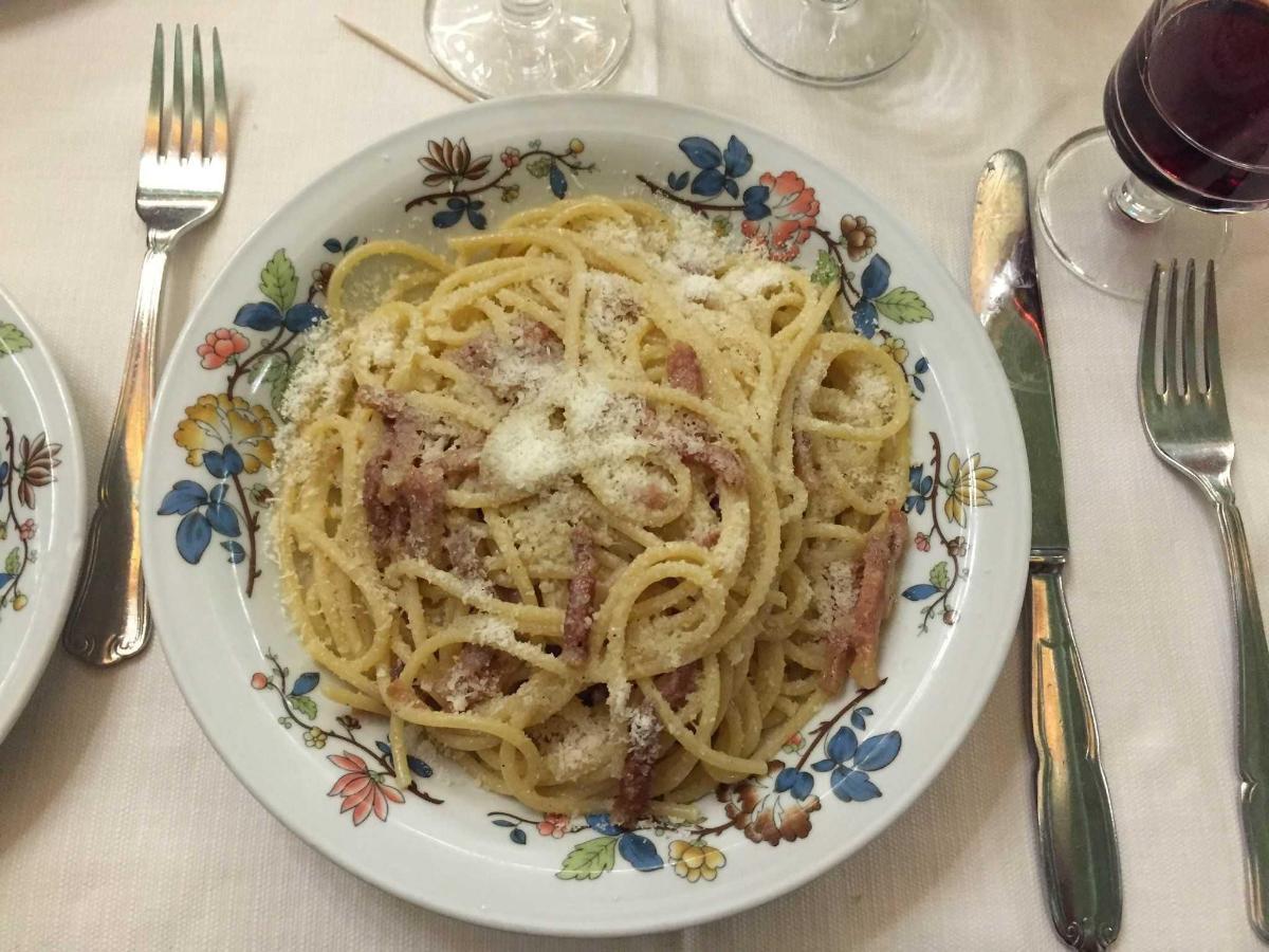 Spaghetti alla gricia o amatriciana in bianco