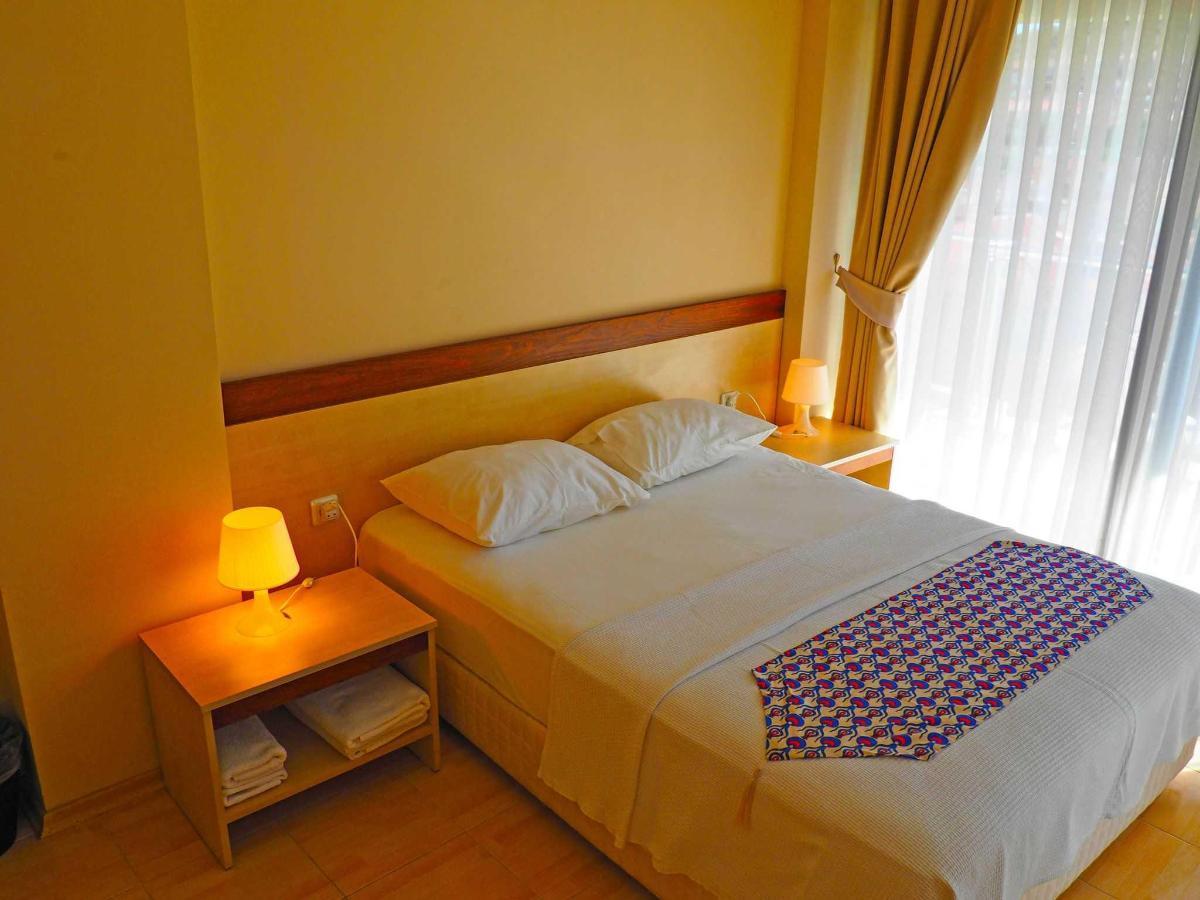 Çift kişilik geniş yataklı oda