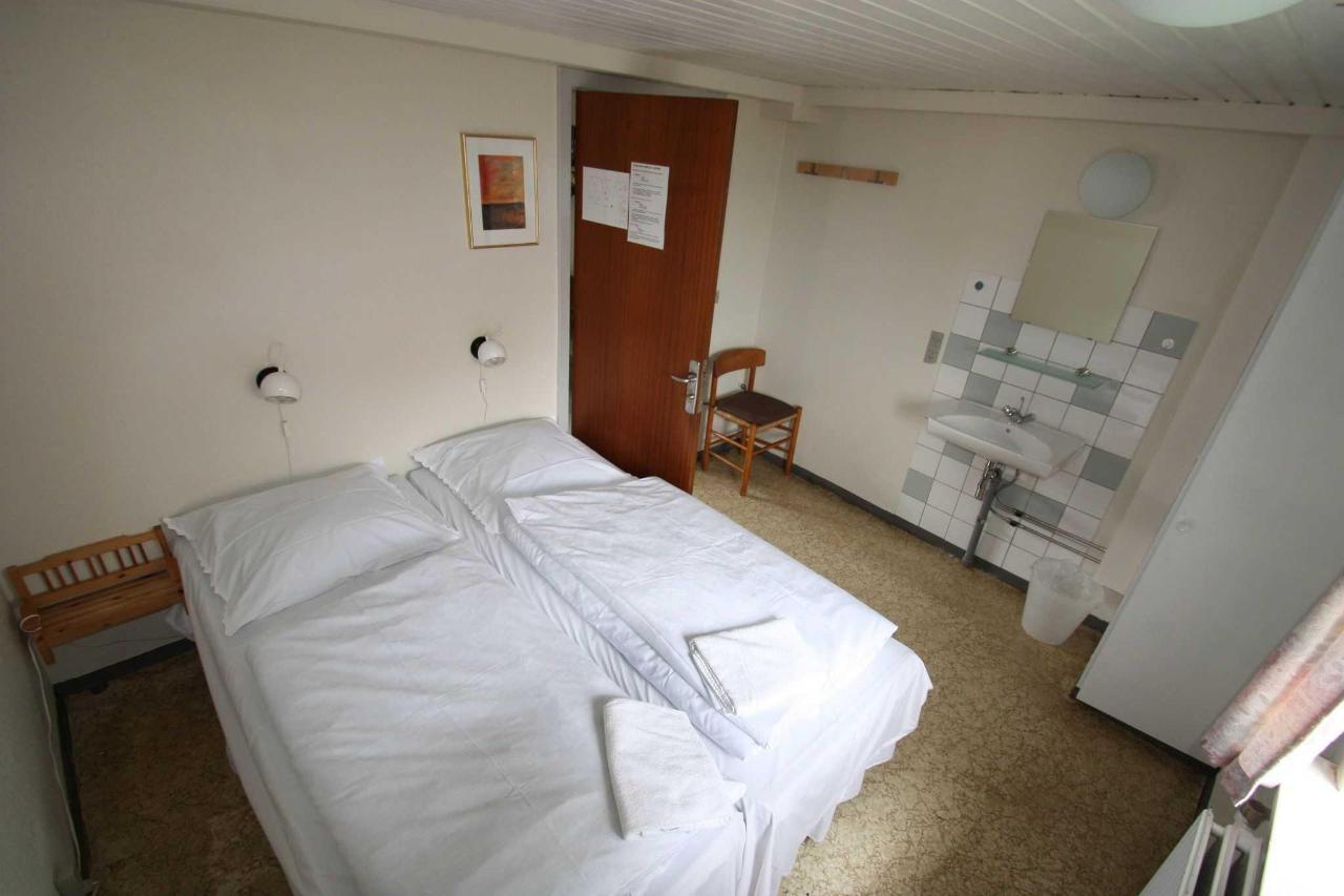2 personers værelse m/ udsigt over sø til grænsen.JPG