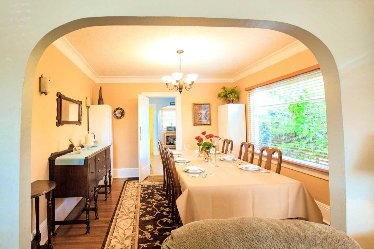 Share Meals With Family in the Formal Dining Room.jpg