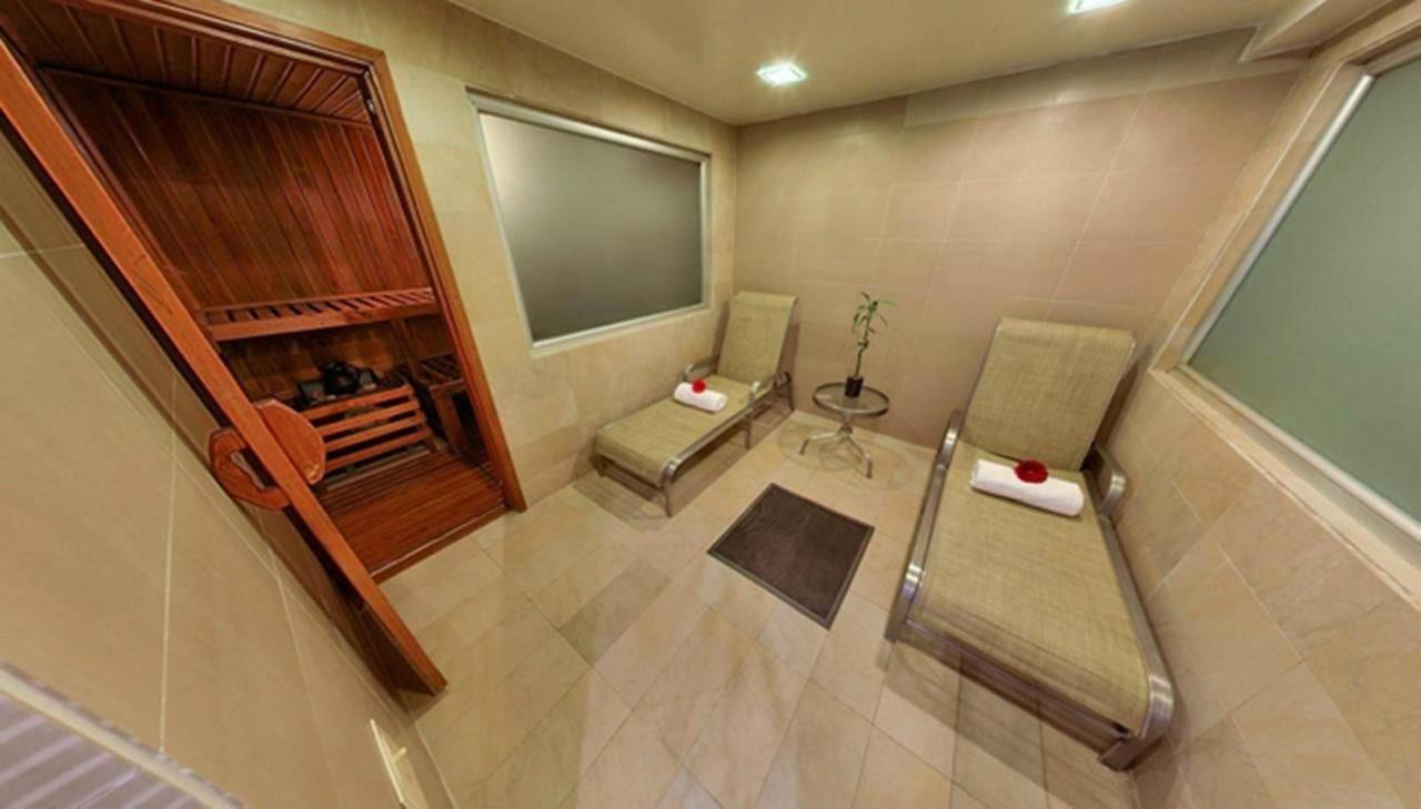Entrada Sauna y Zona de Relajación.jpg