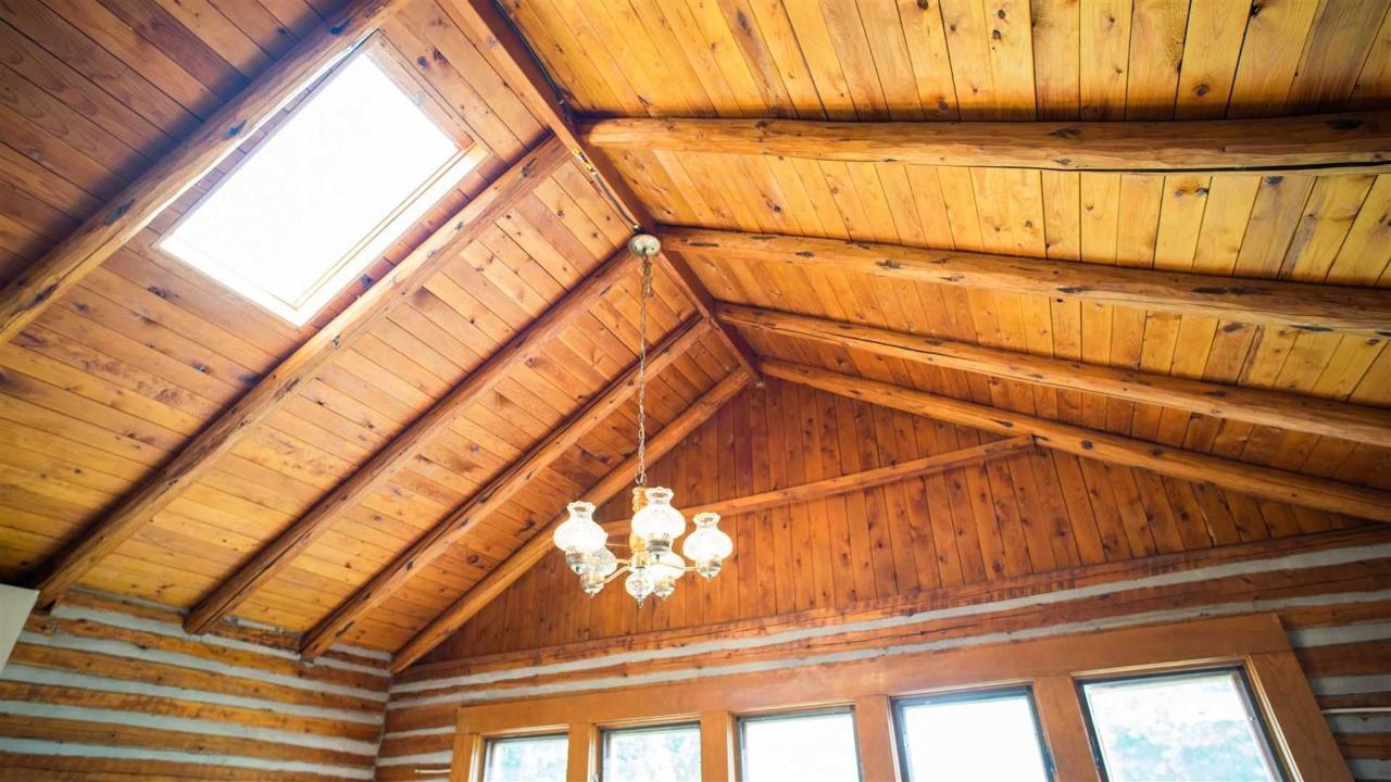 lounge-ceiling.jpg