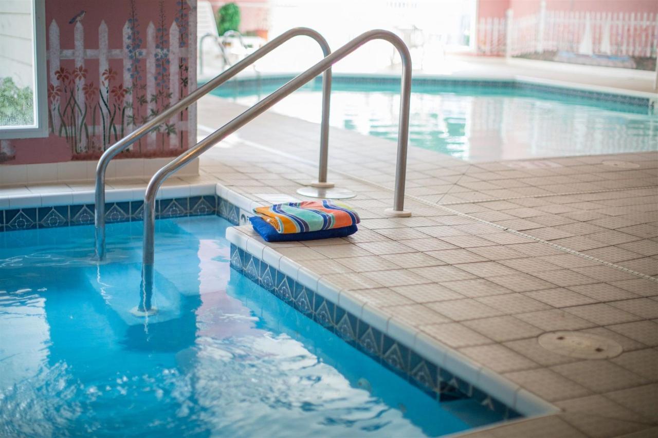 pool-and-hot-tub-2.jpg
