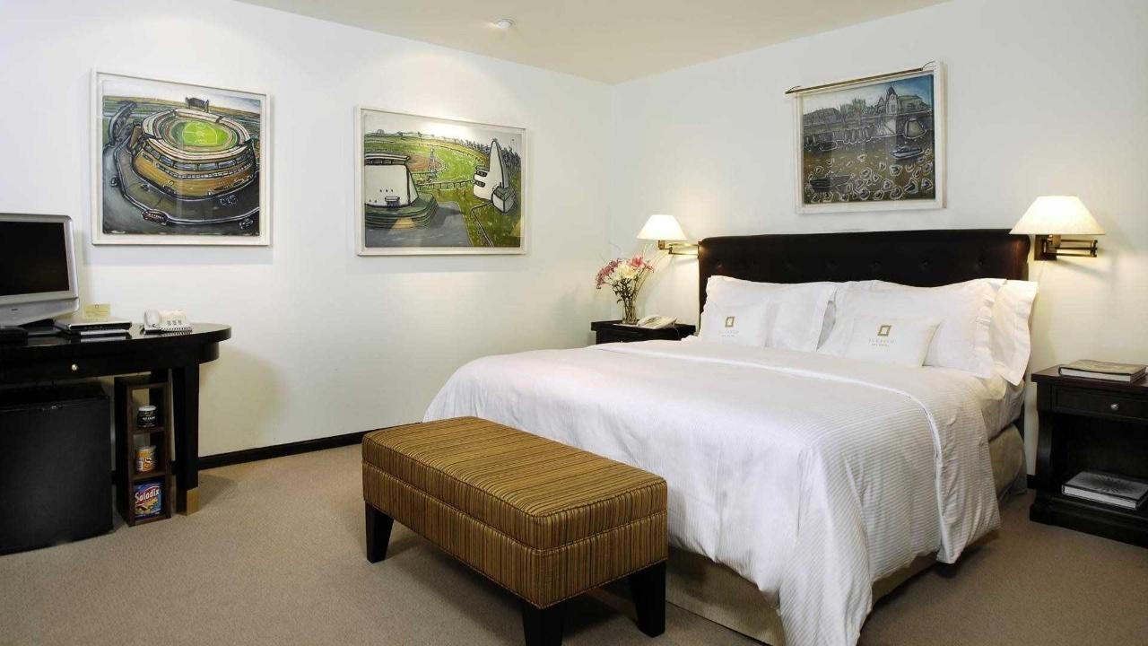 Habitación Estudio Bustillo - El Casco Art Hotel.jpg