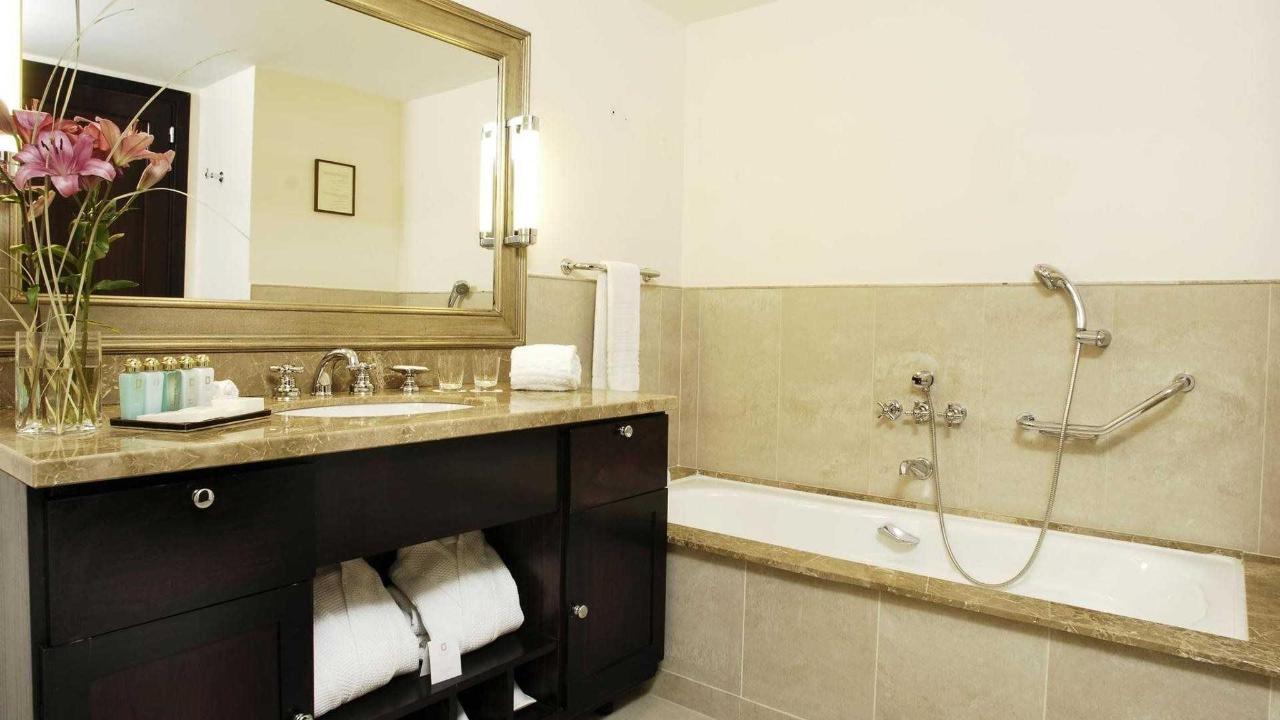 Baño Habitación Studio Nahuel - El Casco Art Hotel 3.jpg
