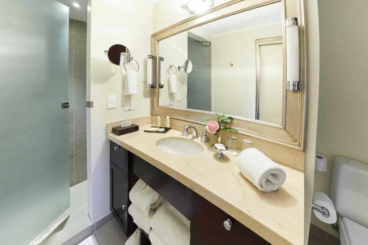 Baño Habitación Estudio Bustillo - El Casco Art Hotel.jpg