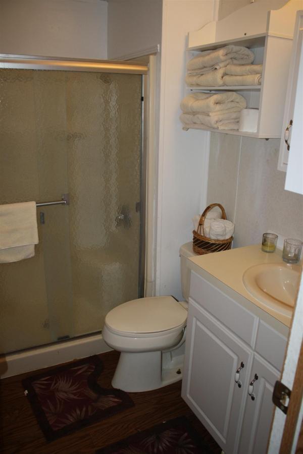 snook-bathroom-full-shower.JPG.1920x0.JPG