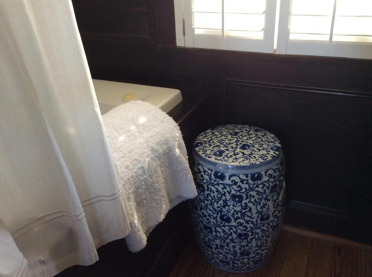 farmhouse - master bath tub and stool.JPG