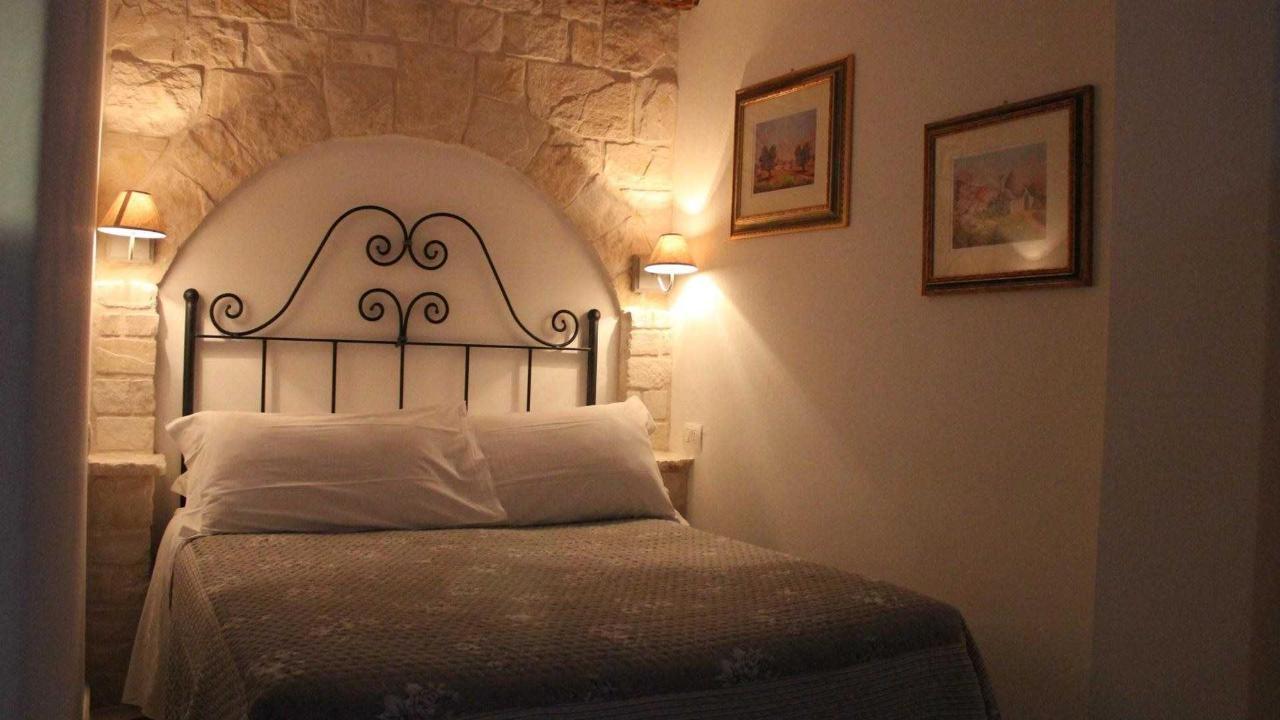 camera da letto nel trullo.jpg
