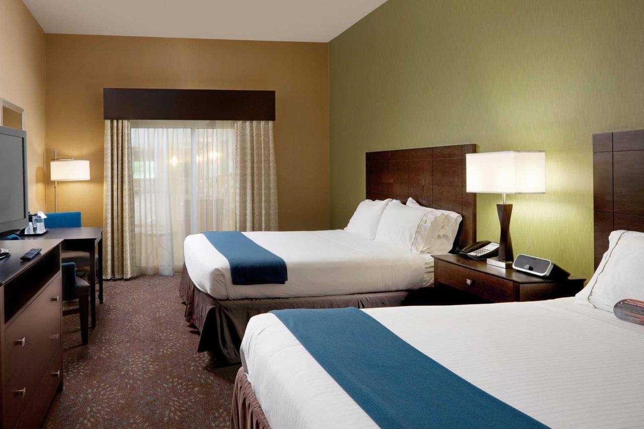 Holiday Inn Express Saginaw (1).jpg