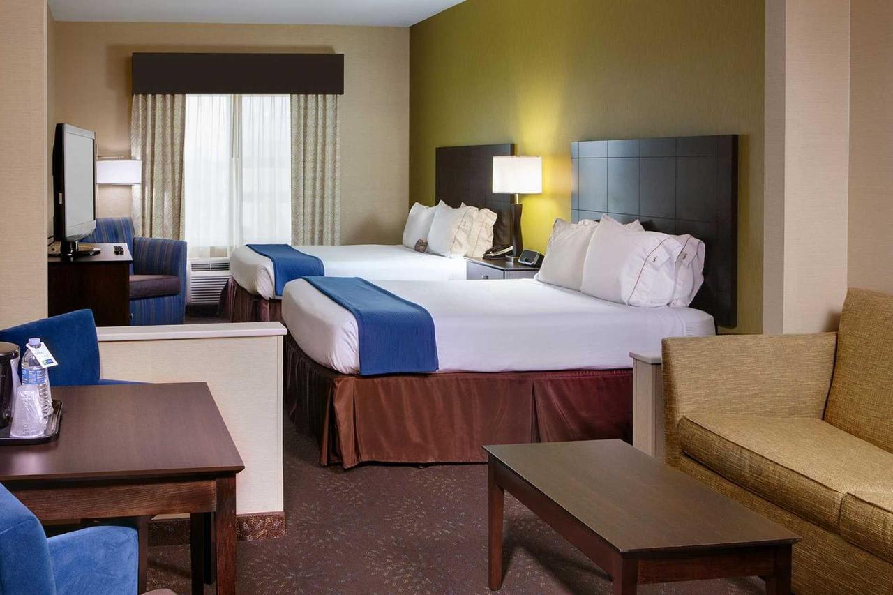 Holiday Inn Express Saginaw (2).jpg