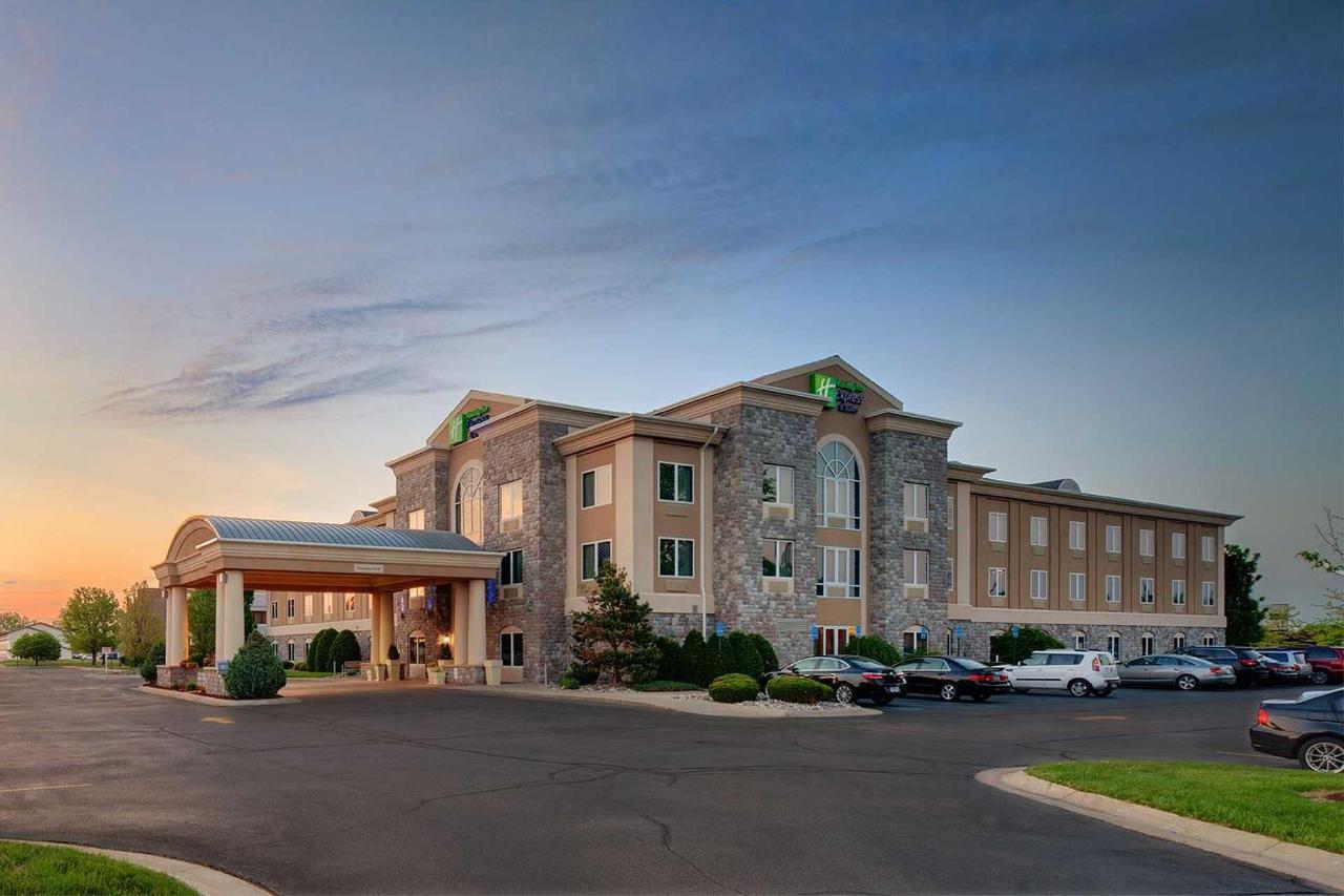 Holiday Inn Express Saginaw (4).jpg