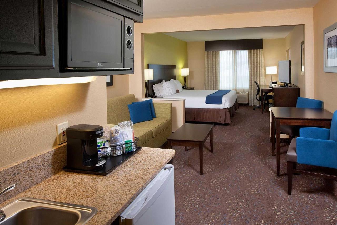 Holiday Inn Express Saginaw (6).jpg