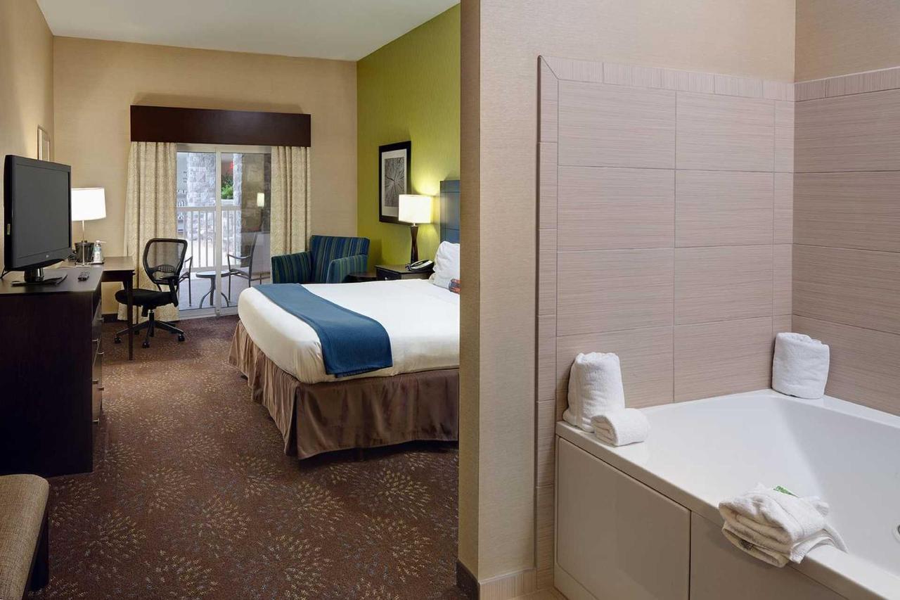 Holiday Inn Express Saginaw (7).jpg