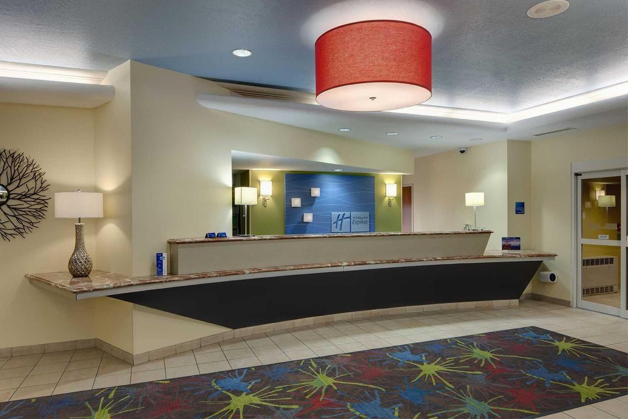 Holiday Inn Express Saginaw (9).jpg