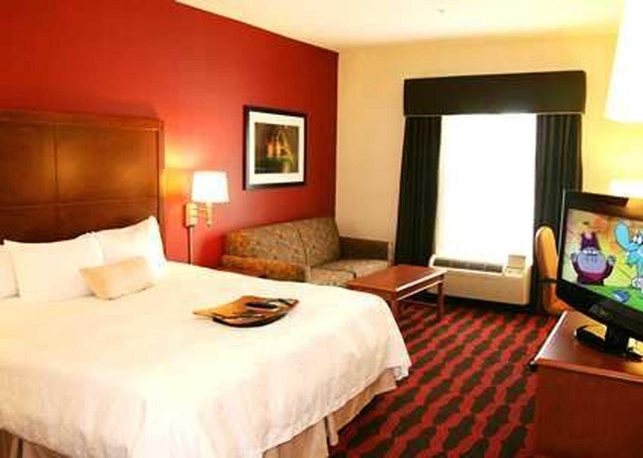 Hampton Inn & Suites East LansingOkemos (6).jpg