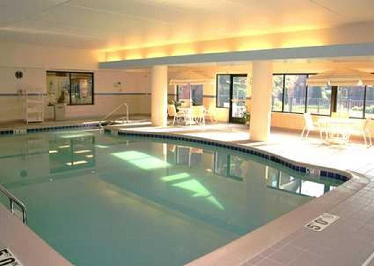 Hampton Inn & Suites East LansingOkemos (8).jpg