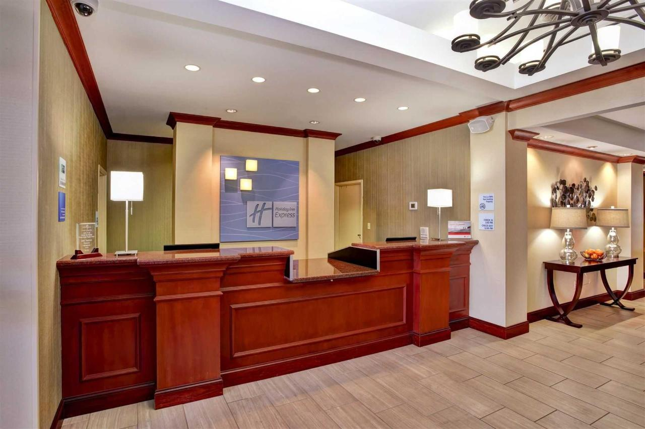 Holiday Inn Express Hotel & Suites Grand Rapids North (4).jpg