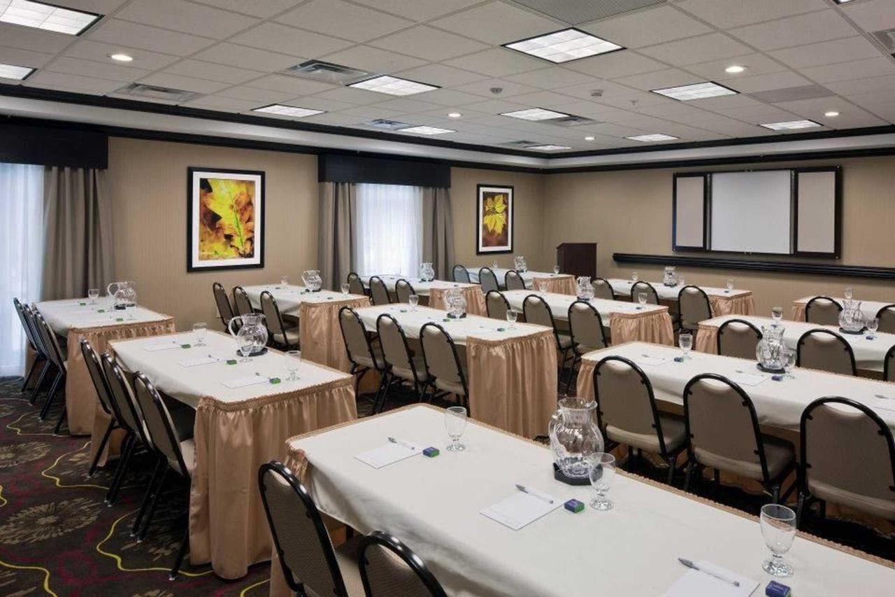 Hampton Inn & Suites Saginaw (3).jpg