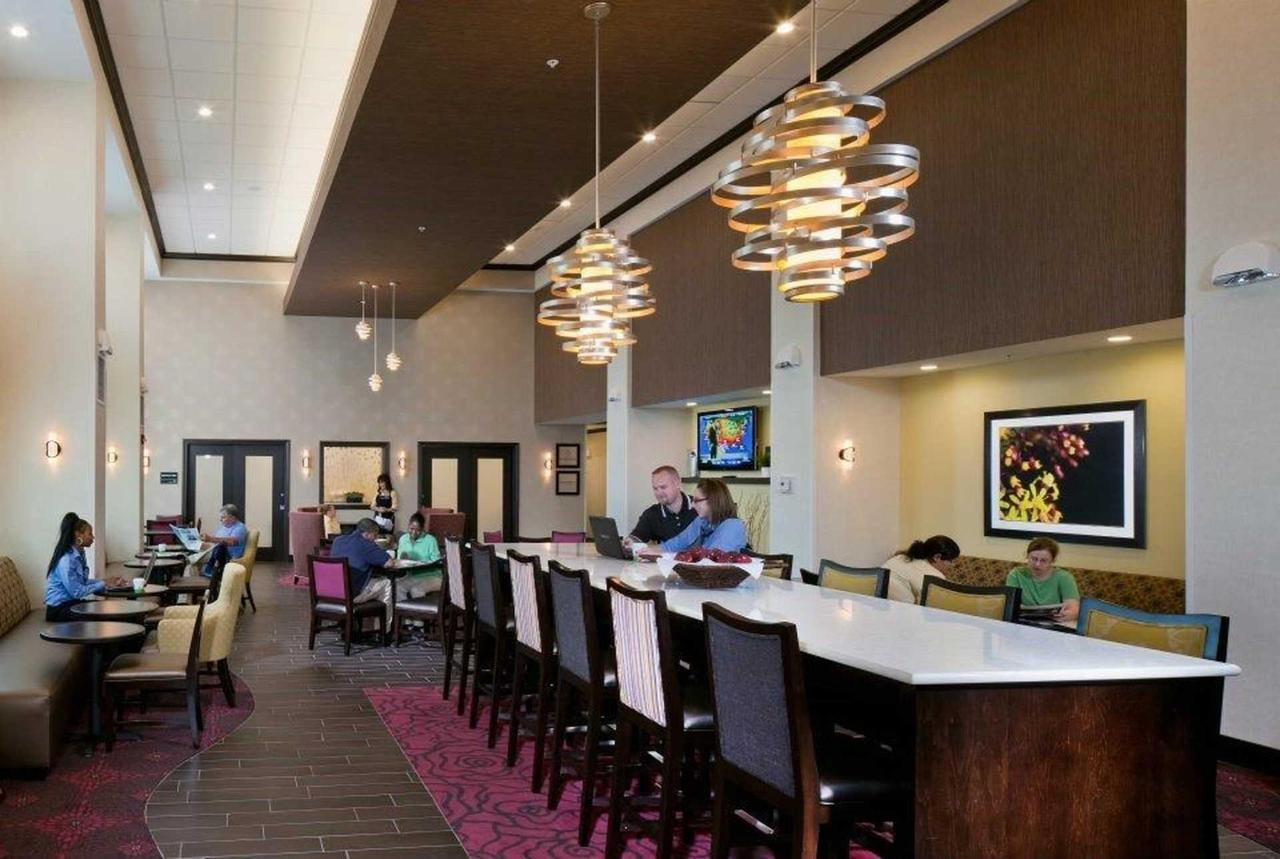 Hampton Inn & Suites Saginaw (6).jpg