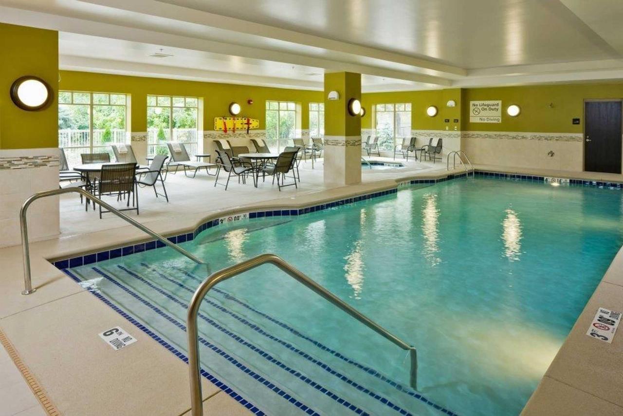 Hampton Inn & Suites Saginaw (8).jpg
