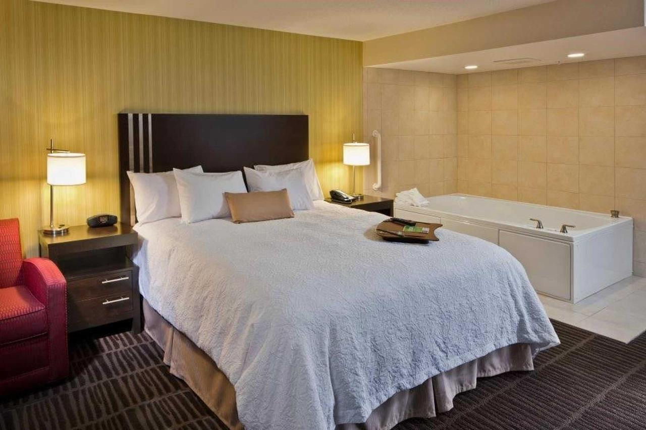 Hampton Inn & Suites Saginaw (9).jpg