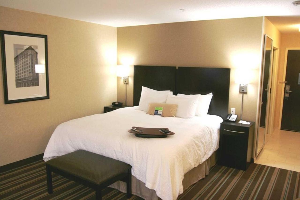 Hampton Inn Suites Flint Grand Blanc (8).jpg