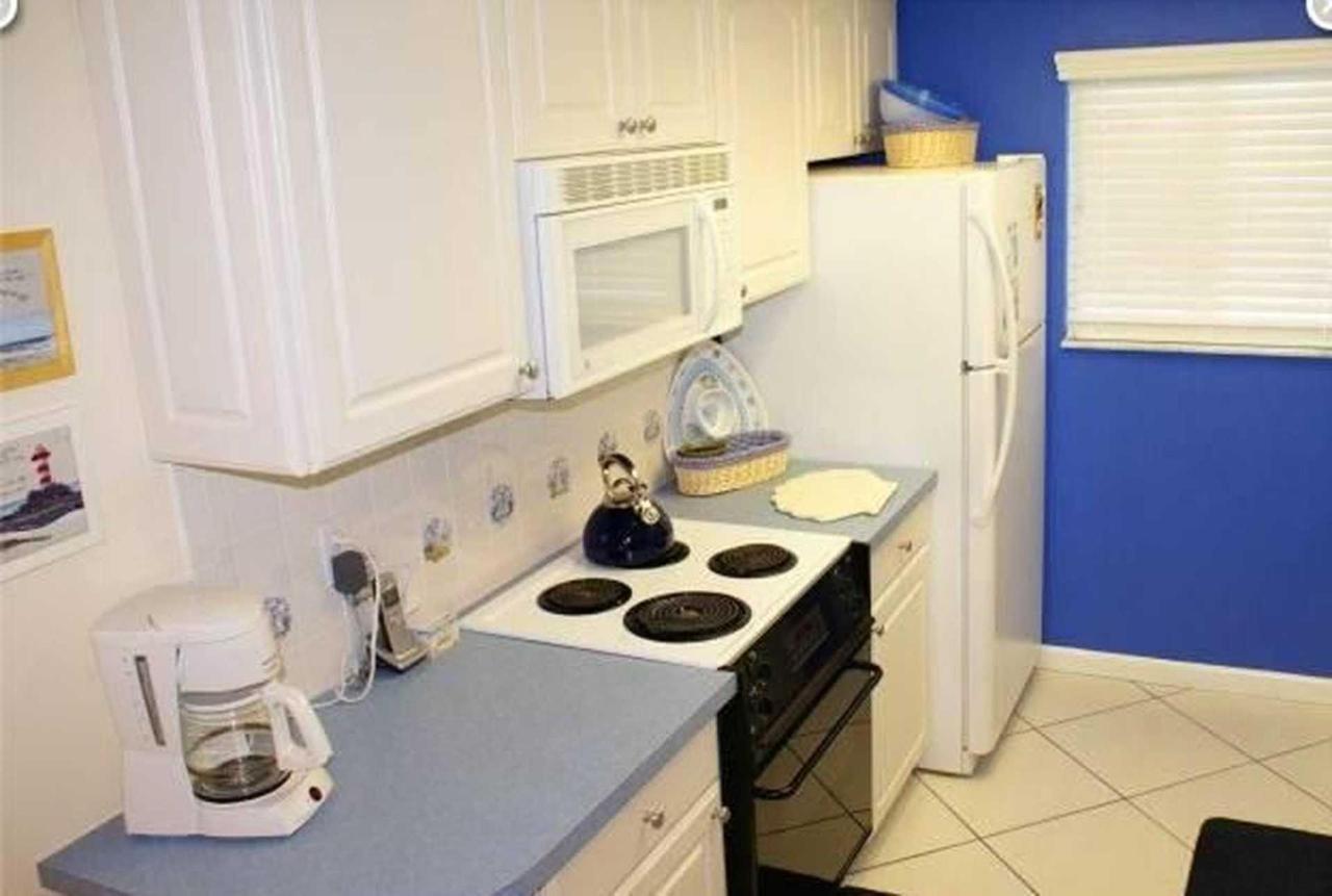 condo-210-sr-kitchen-1.jpeg.1920x0.jpeg
