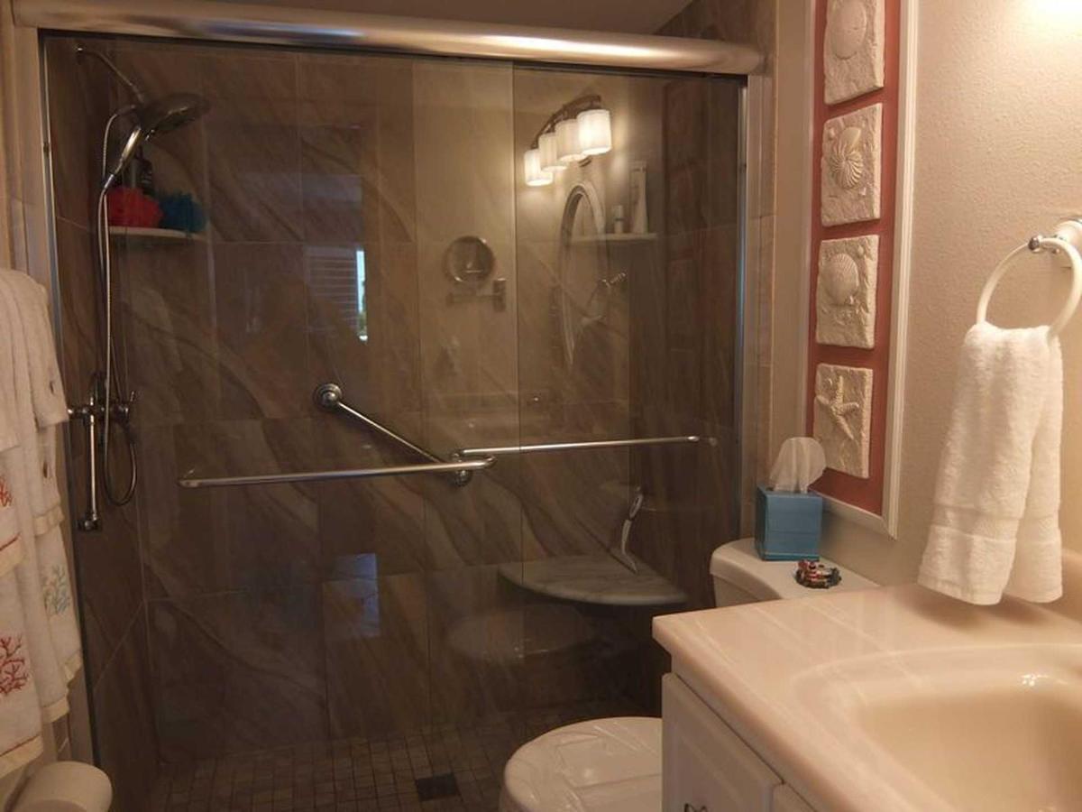 condo-210-sr-bathroom-1.jpeg.1920x0.jpeg