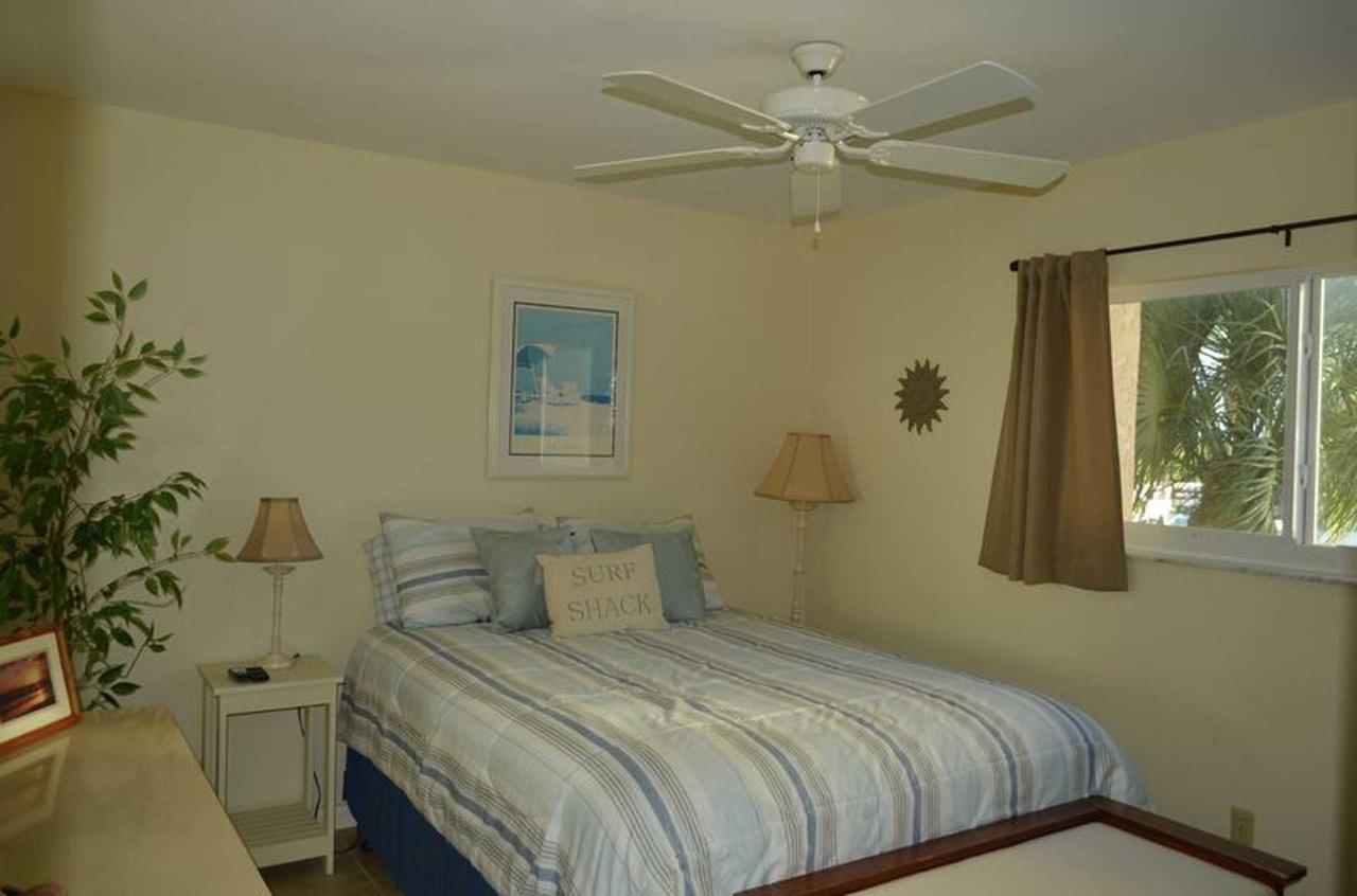 sr-condo-300-2nd-bedroom.jpeg.1920x0.jpeg