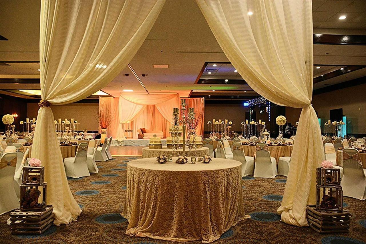ballroom-2.jpg.1920x0.jpg