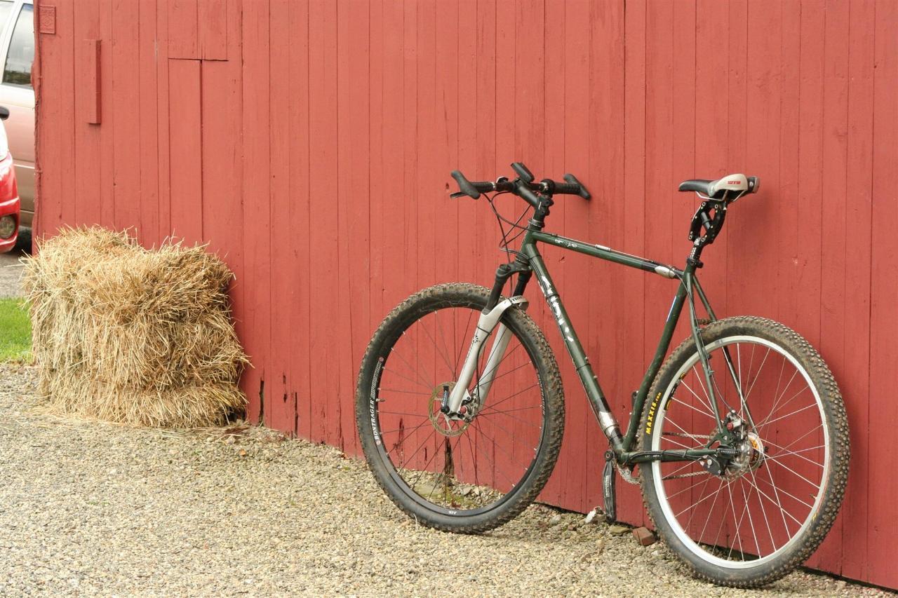 bike-at-barn.jpg.1920x0 (1).jpg