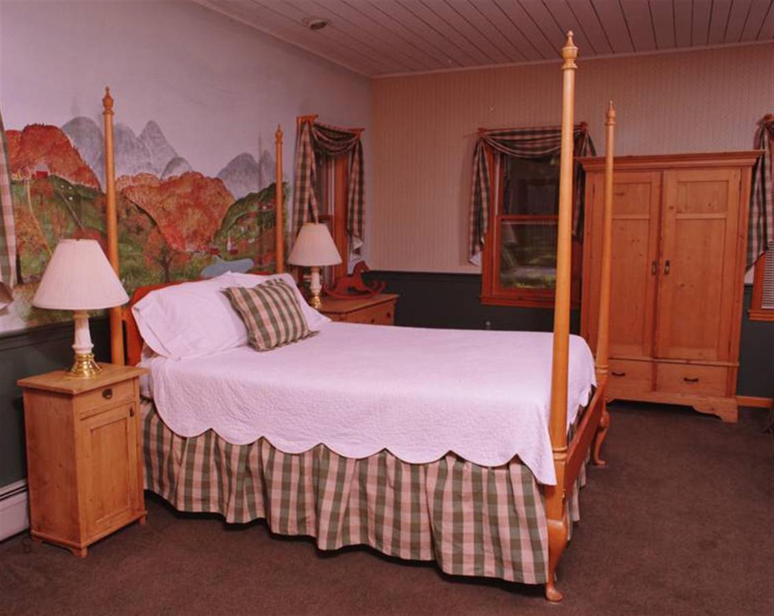 wildflowerinnvt-bedroom.jpg.1920x0.jpg