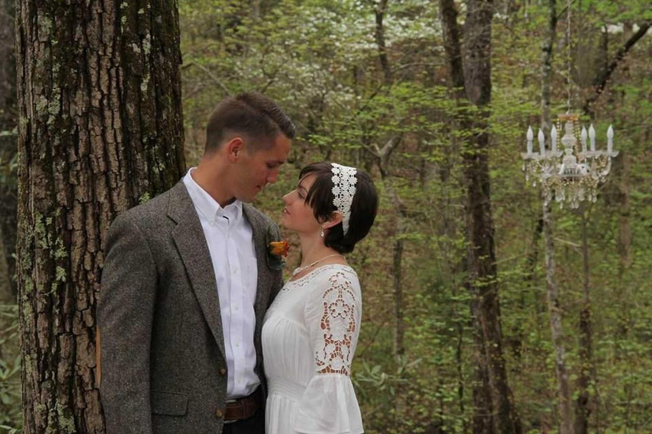 chapel-at-the-park-forest-elopement-couple-01.jpg.1920x0.jpg