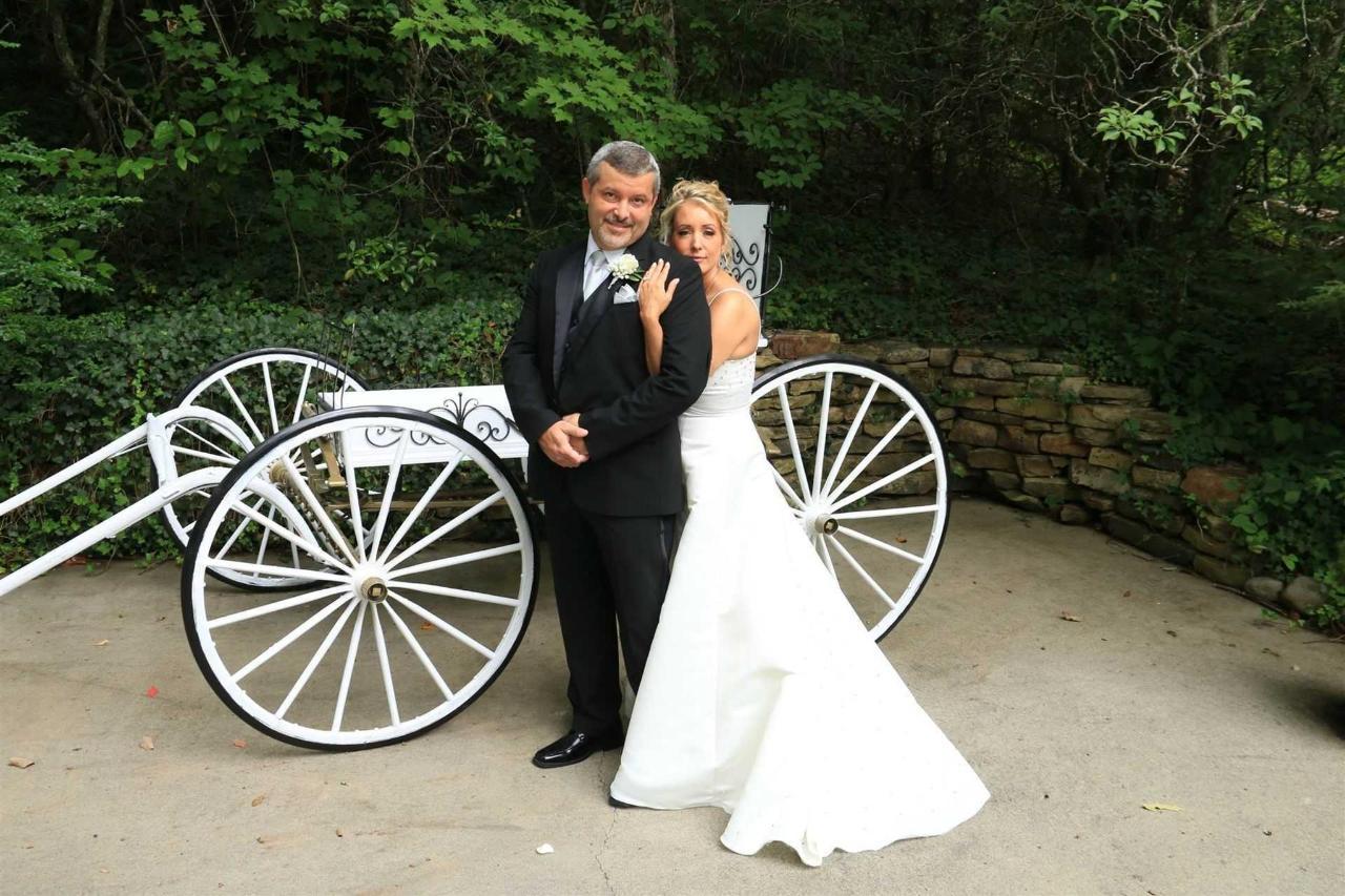 gwc-carriage-couple-01.jpg.1920x0.jpg