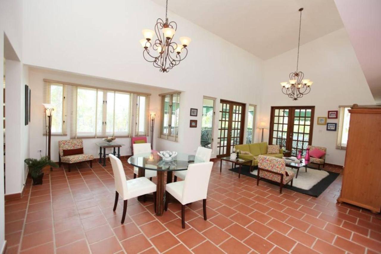 Luxurious Spanish Style Villa_CVR3.jpg