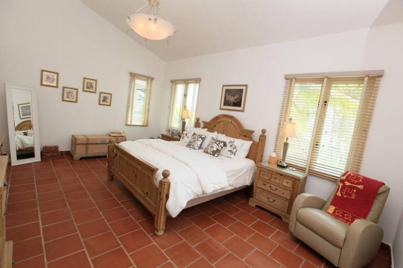 Luxurious Spanish Style Villa_CVR11.jpg