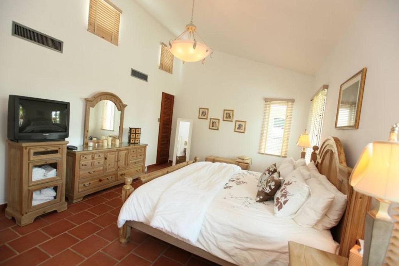Luxurious Spanish Style Villa_CVR10.jpg