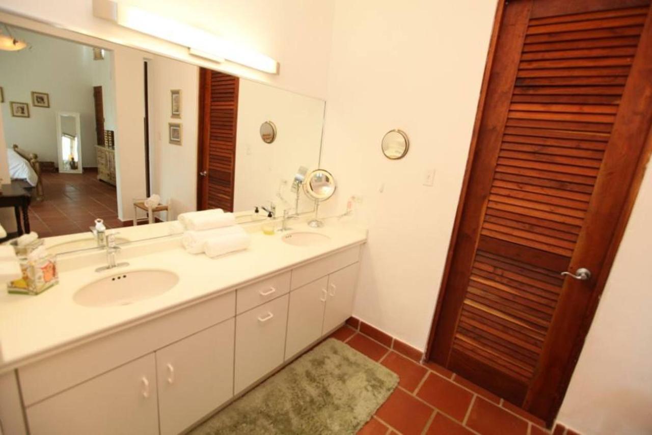 Luxurious Spanish Style Villa_CVR12.jpg
