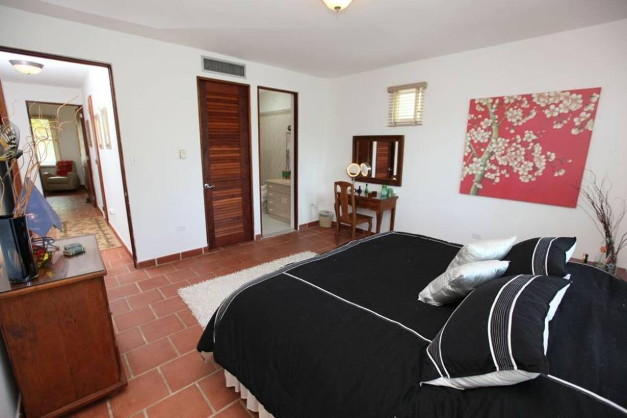 Luxurious Spanish Style Villa_CVR15.jpg