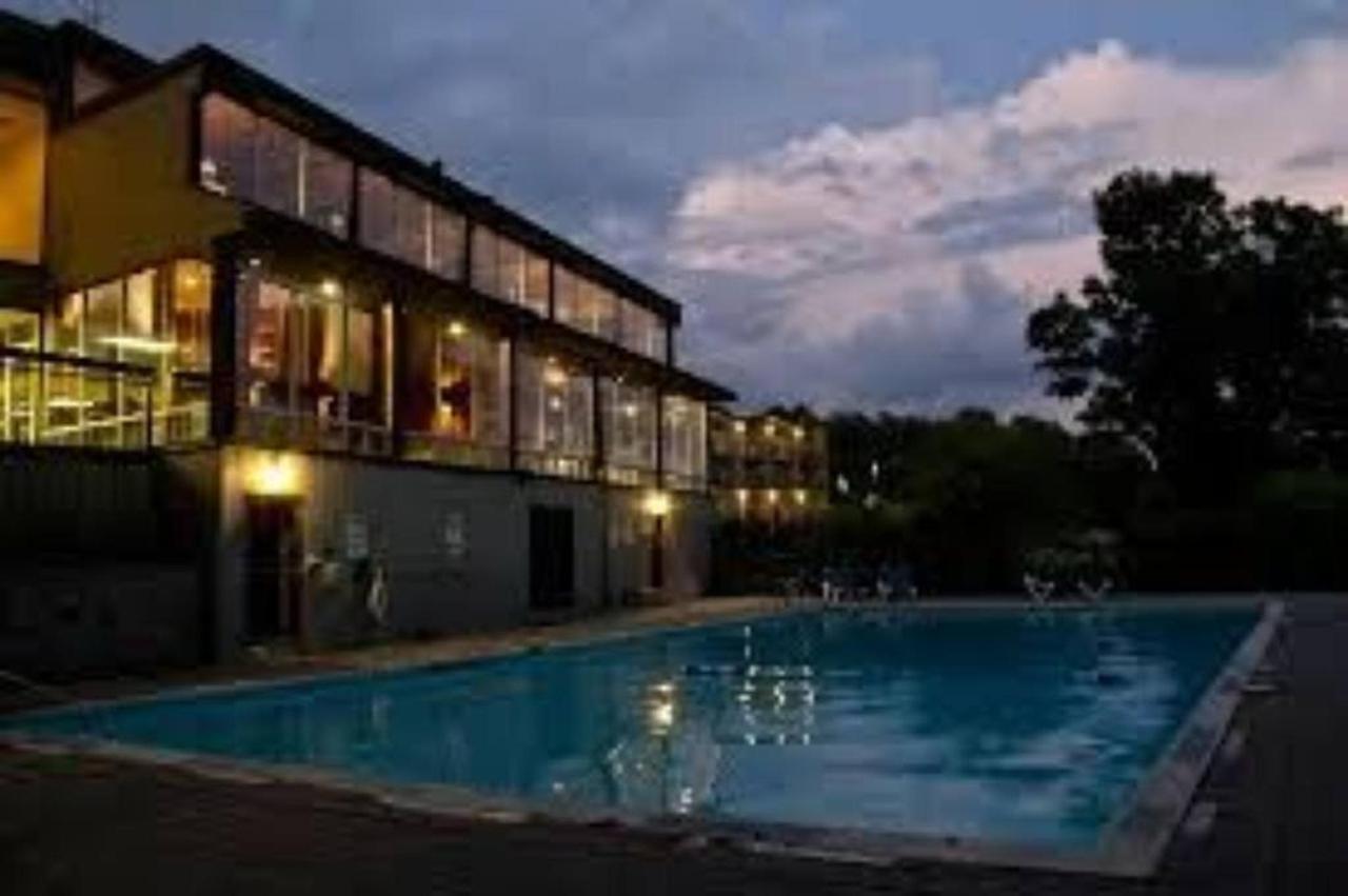 outdoor-pool.jpg.1024x0.jpg