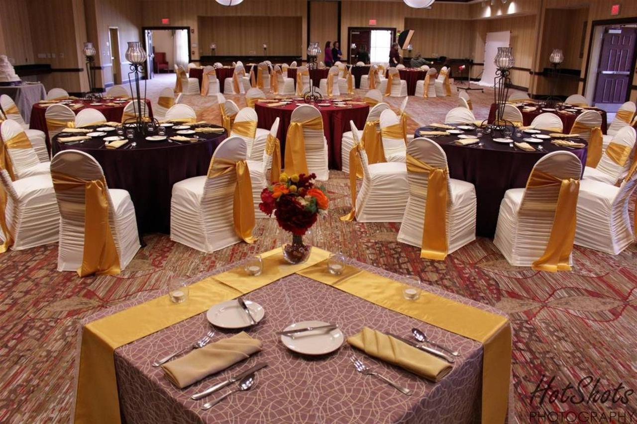 banquet-roomshot-from-sweetheart-table.jpg.1080x0.jpg
