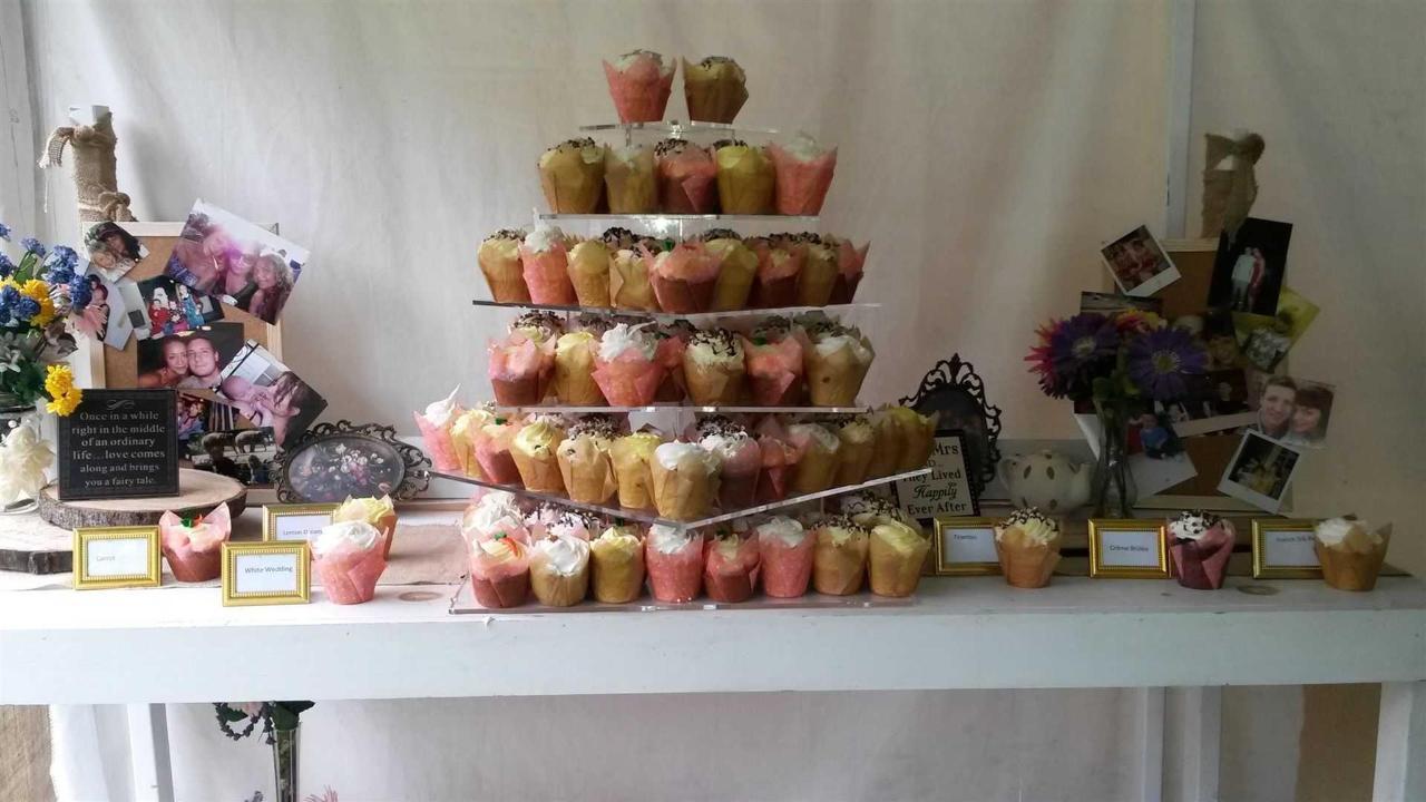 tablewhitecupcakes2.jpg.1920x0.jpg