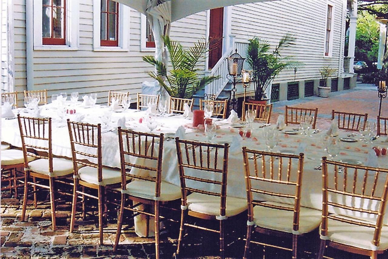 courtyard-dinner.jpg