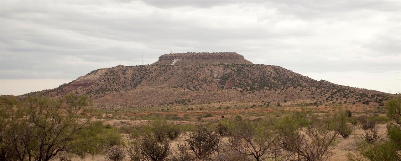 tucumcari-mountain-quay-county-new-mexico-2011b.jpg.1920x0.jpg